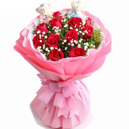11朵红玫瑰,搭配满天星和黄莺,2个小熊